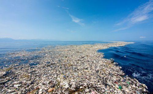 Ambiente: scoperta grande isola di plastica nel Tirreno