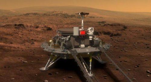 Un comico con il team di astronauti in viaggio verso Marte