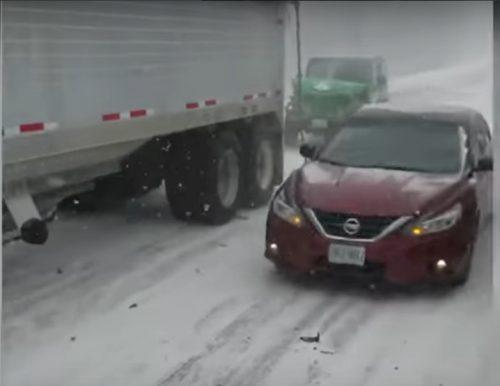 Usa: tamponamento coinvolge 47 auto, diversi feriti e un morto. Il video