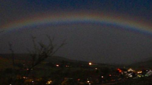 Incredibile fenomeno in cielo durante la Superluna, è il moonbow