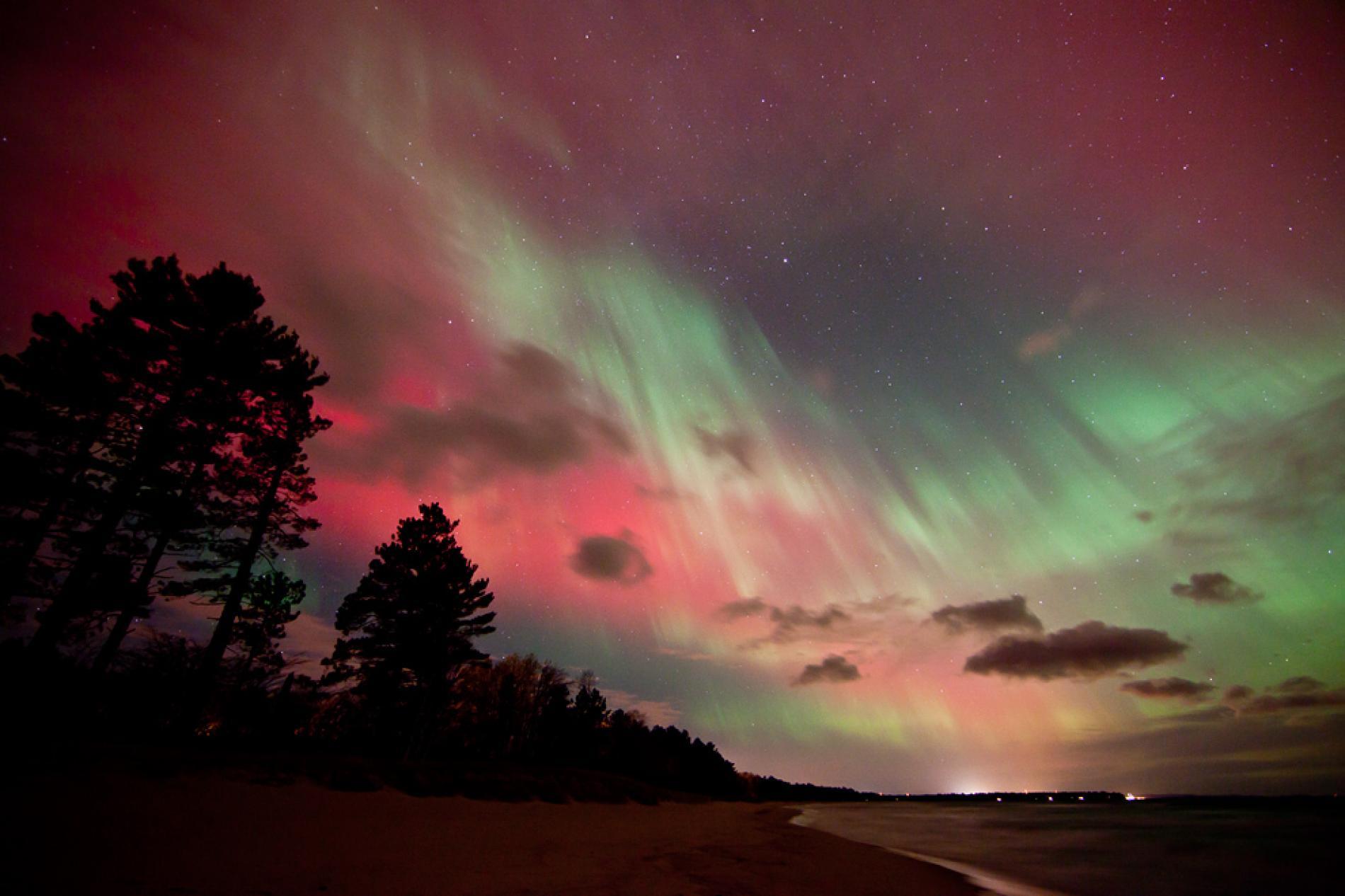 Espulsione di massa coronale record: in arrivo spettacolari aurore