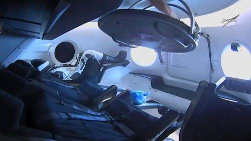 Crew Dragon si aggancia alla Stazione Spaziale, iniziata una nuova era
