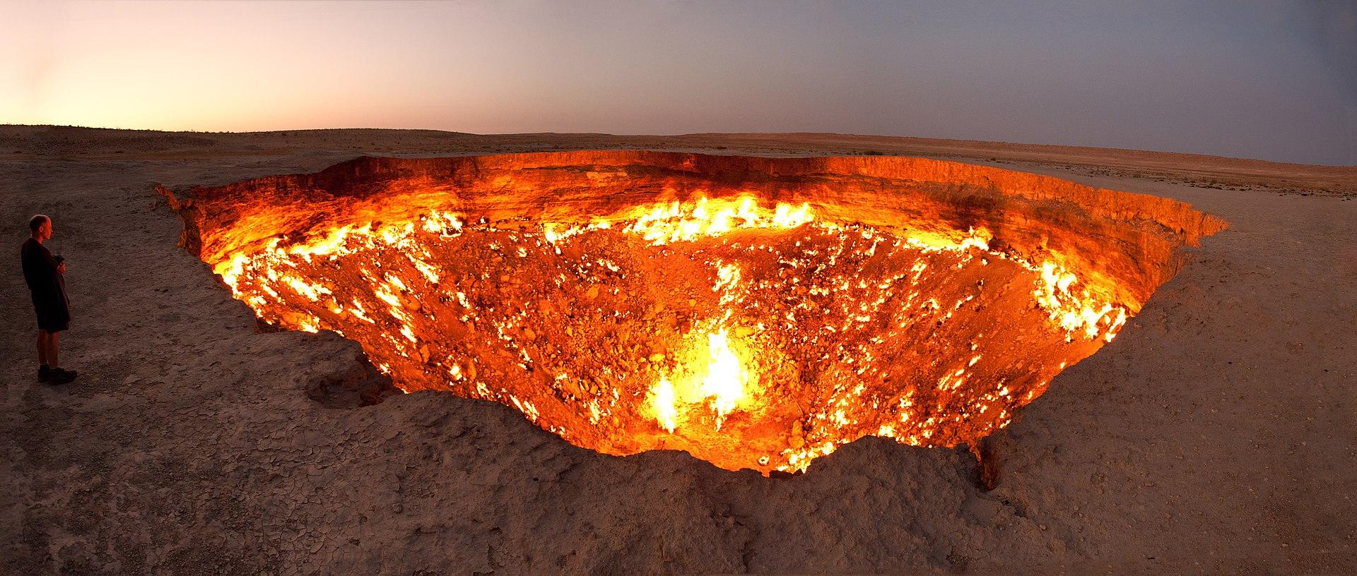 Cratere di Darvasa: drone riprende le profondità della 'Porta dell'Inferno'. Il video