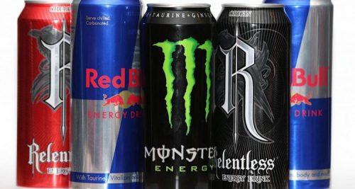 Beve per 5 giorni bevande energetiche: le conseguenze devastanti sulla lingua