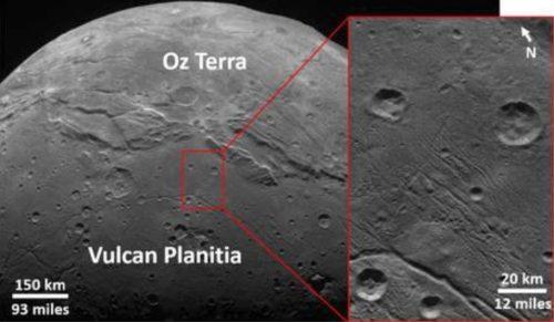 """Scoperto il """"segreto"""" delle cicatrici di Plutone e Caronte"""