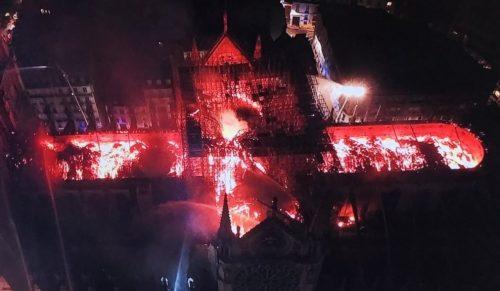 Notre Dame ripresa dal drone: ecco ciò che resta della cattedrale