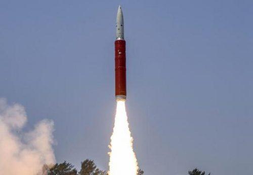 India lancia un missile e distrugge satellite. Le accuse della NASA