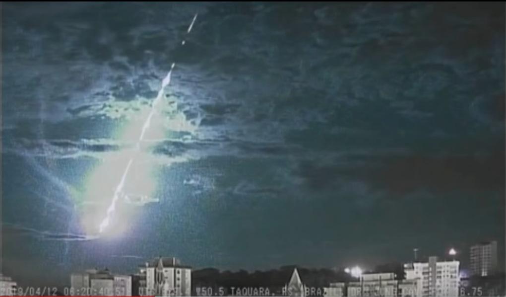 Brasile: meteora precipita a 122mila chilometri all'ora. Il video