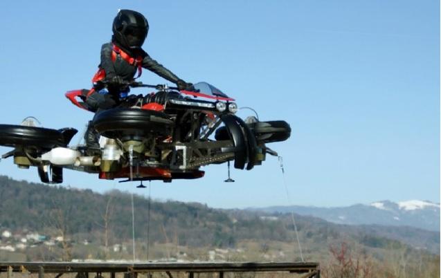 Moto che vola: il nuovo prototipo che potrebbe stravolgere il trasporto