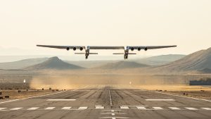 Stratolaunch, decolla l'aereo più grande al mondo. Il video
