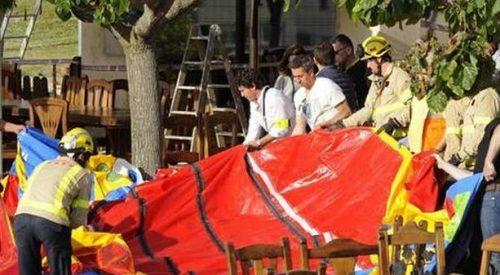 Castello gonfiabile vola via a causa delle raffiche di vento: un bimbo clinicamente morto, tre gravissimi