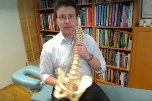 Mal di schiena addio: il facile esercizio per sbarazzarsene