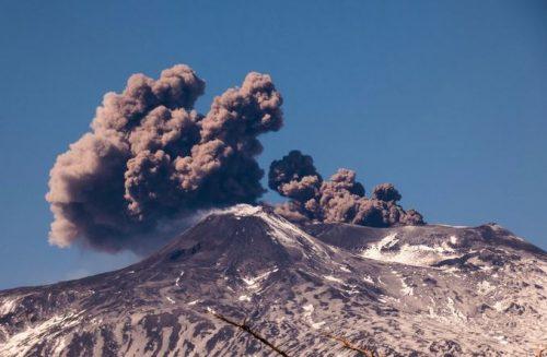 Etna, nuova eruzione: registrate colate laviche e tremori