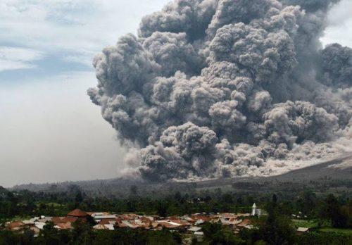 Eruzione Sinabung, le ceneri raggiungono la stratosfera. Le conseguenze