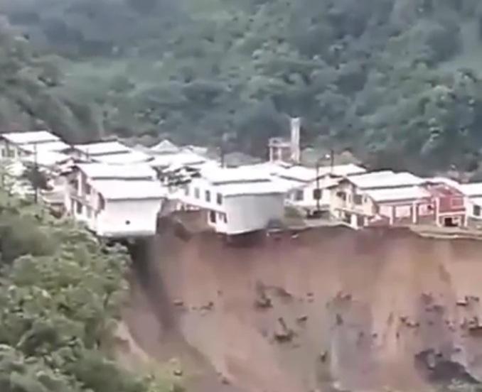 Ecuador: crollano le case dopo l'ingrossamento del fiume. Il video