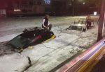Impressionante grandinata, enormi cumuli di ghiaccio ricoprono strade e veicoli
