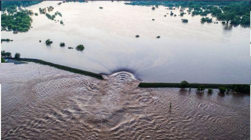 Missisipi rompe gli argini: inondazione record