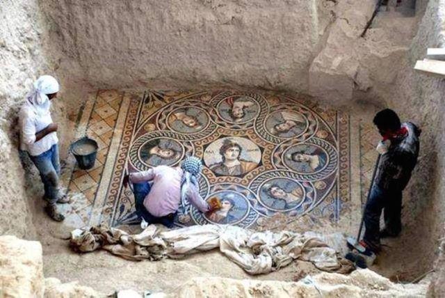 Scoperti tre splendidi mosaici colorati dell'antica città di Zeugma