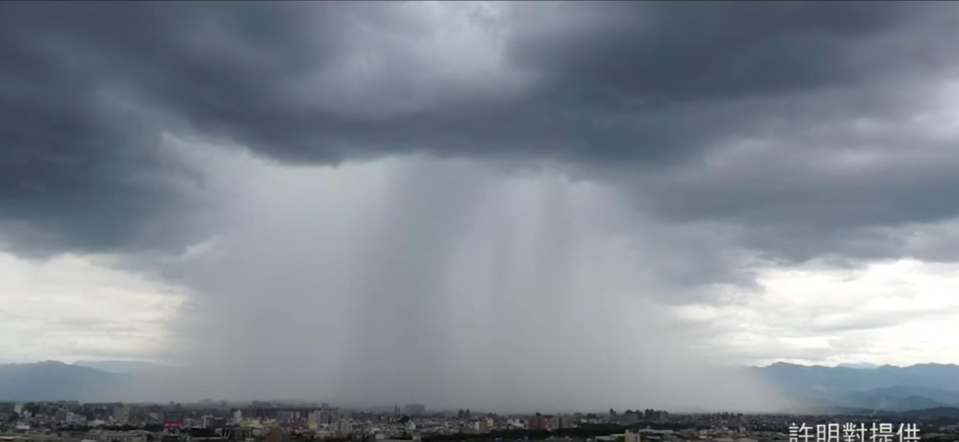 Taiwan: violento nubifragio 'circoscritto' coinvolge solo un'area della città