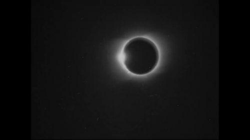 Spazio: pubblicate le immagini della prima eclissi mai registrata