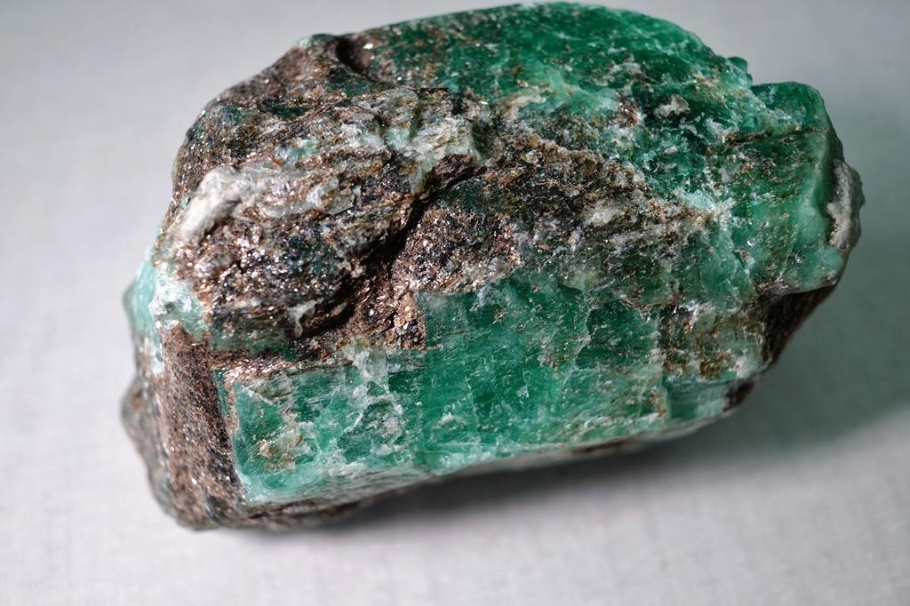 Russia: scoperto smeraldo di 1,6 chili