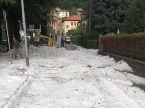Spaventosa grandinata a Magreglio, strade imbiancate e inagibili