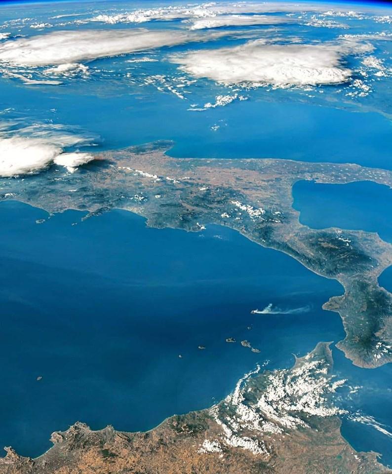 La Puglia fotografata dalla Iss, lo scatto di Parmitano è virale