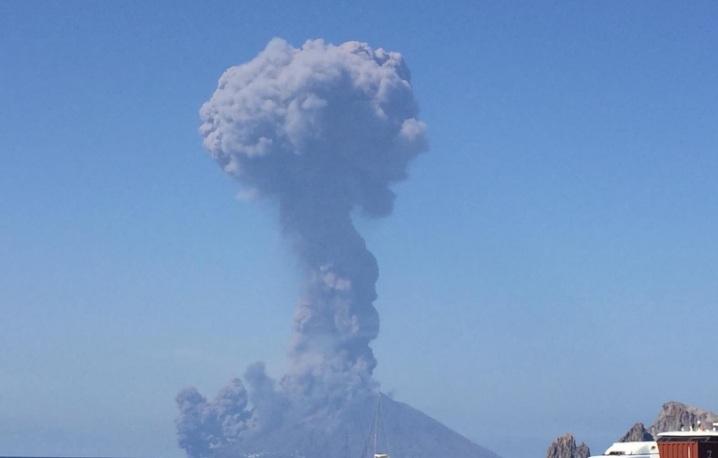 Stromboli: due forti esplosioni, morto un turista