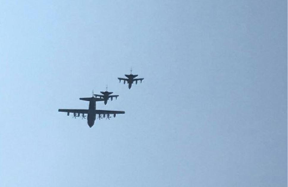 Due caccia e un grosso aereo militare sopra i cieli di Milano, cosa sta succedendo?
