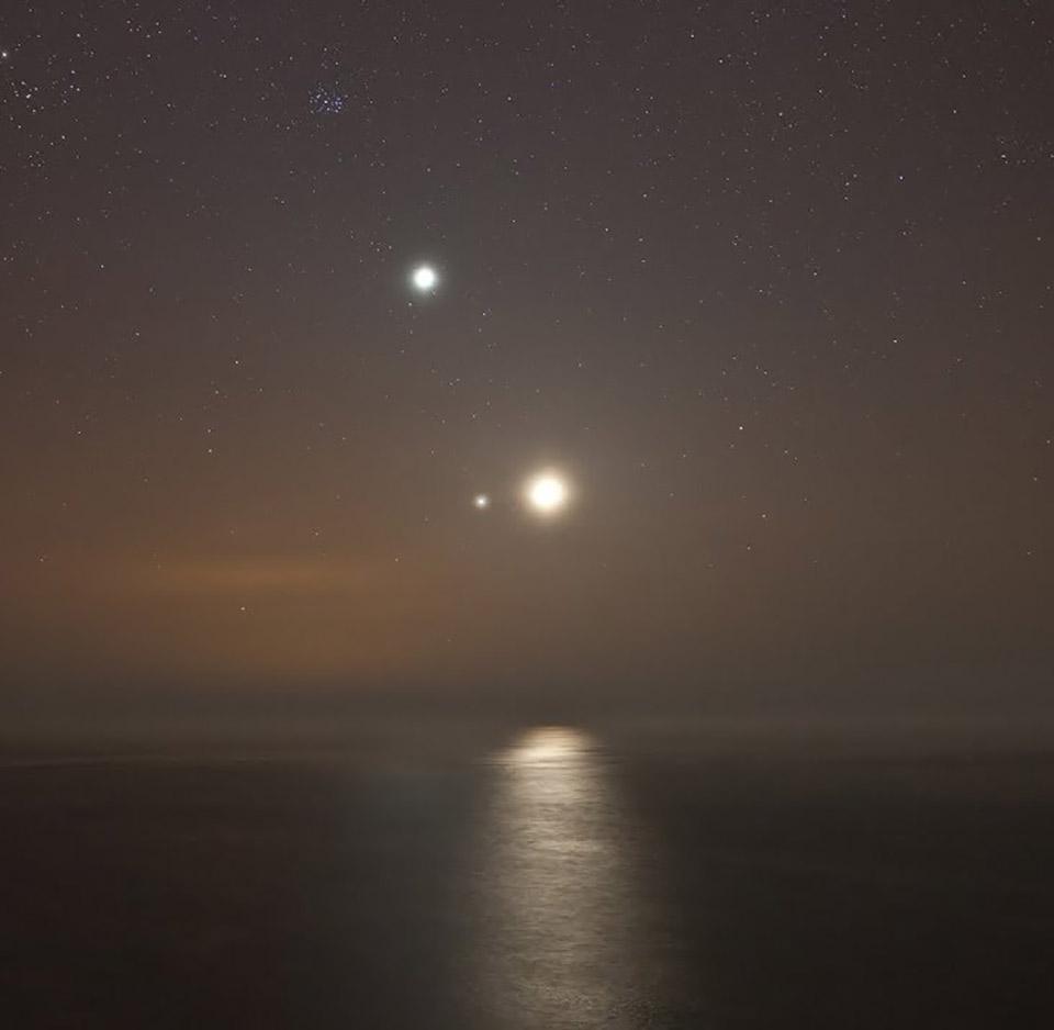 Congiunzione Luna, Giove e Saturno. Come osservare l'evento