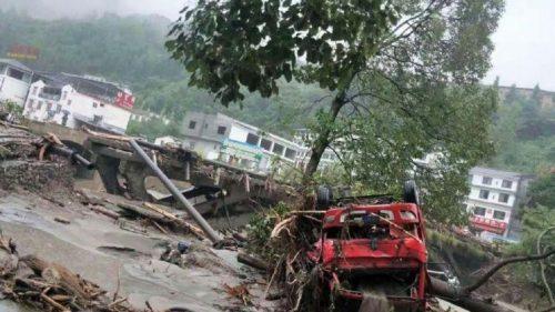 Piogge torrenziali in Cina: frane e colate di fango provocano 9 morti