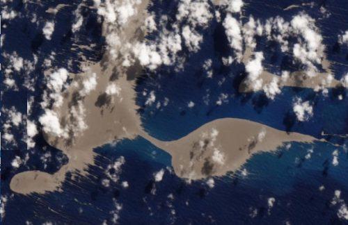 Oceano Pacifico: avvistata enorme chiazza marrone