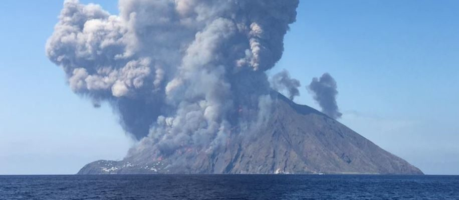 Stromboli, l'INGV: 'il vulcano è instabile e pericoloso'