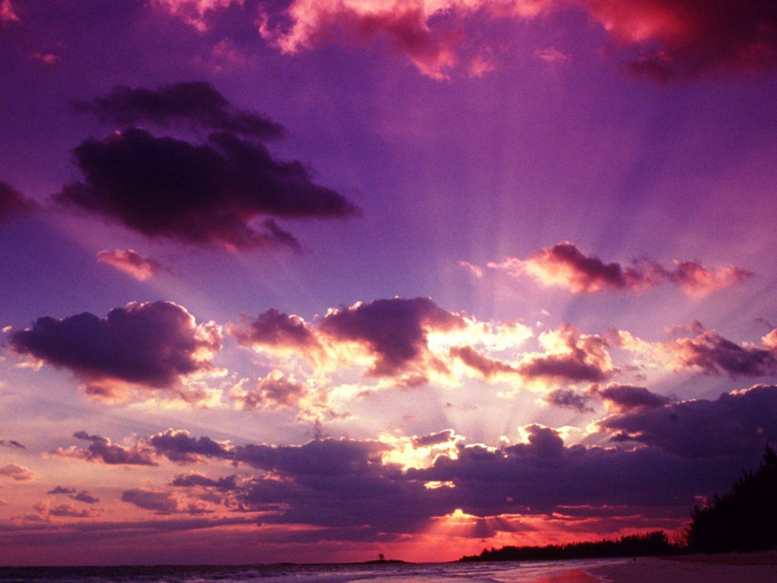 Ambiente: le eruzioni stanno modificando i colori del tramonto