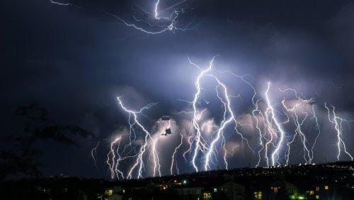Seattle: 2.200 fulmini si abbattono sulla città. E' caos
