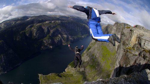 Paracadutista si schianta contro una montagna. Il video