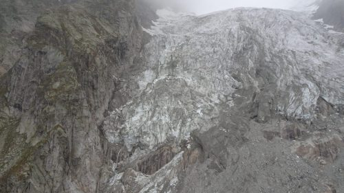 Ghiacciaio del Monte Bianco: blocco di 27mila metri cubi accelera la caduta