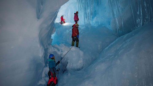 Antartide: scoperta enorme grotta con fiumi e laghi
