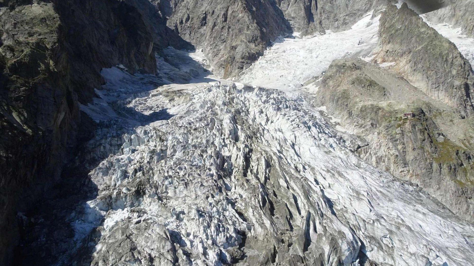 Monte Bianco: a rischio crollo ghiacciaio. Evacuazioni e strade chiuse