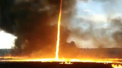 Brasile: tornado di fuoco nella campagna di Santa Helena de Goiás. Il video