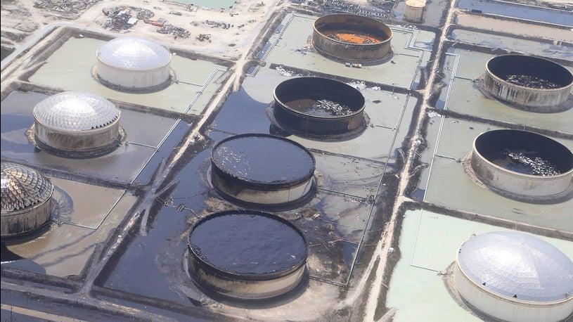 Dorian: l'uragano distrugge serbatoi di petrolio. Possibile disastro ambientale
