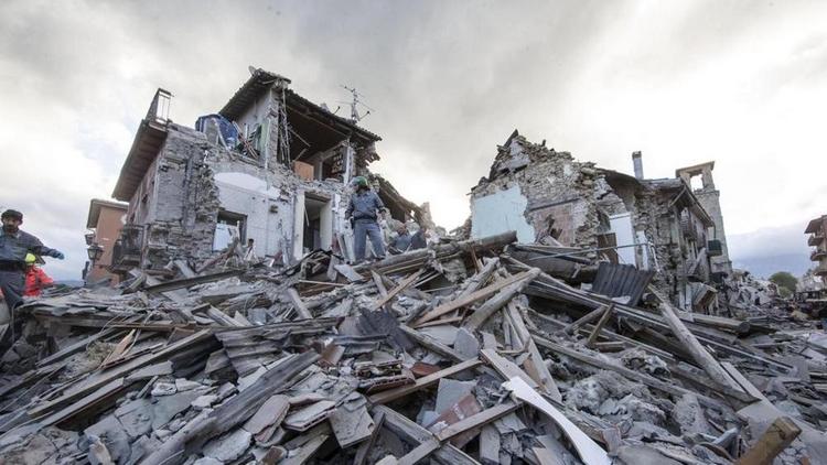 Terremoto Centro Italia: nuova scossa. Paura e gente in strada