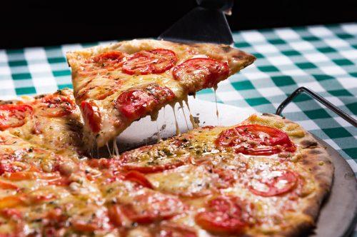 Salute: la pizza causa il cancro? Ecco come evitare pericoli