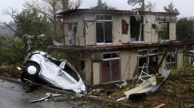 Giappone: Hagibis ha provocato 24 morti e oltre 30mila feriti