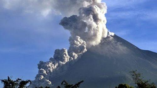 Indonesia: esplode il Monte Merapi. Popolazione in fuga