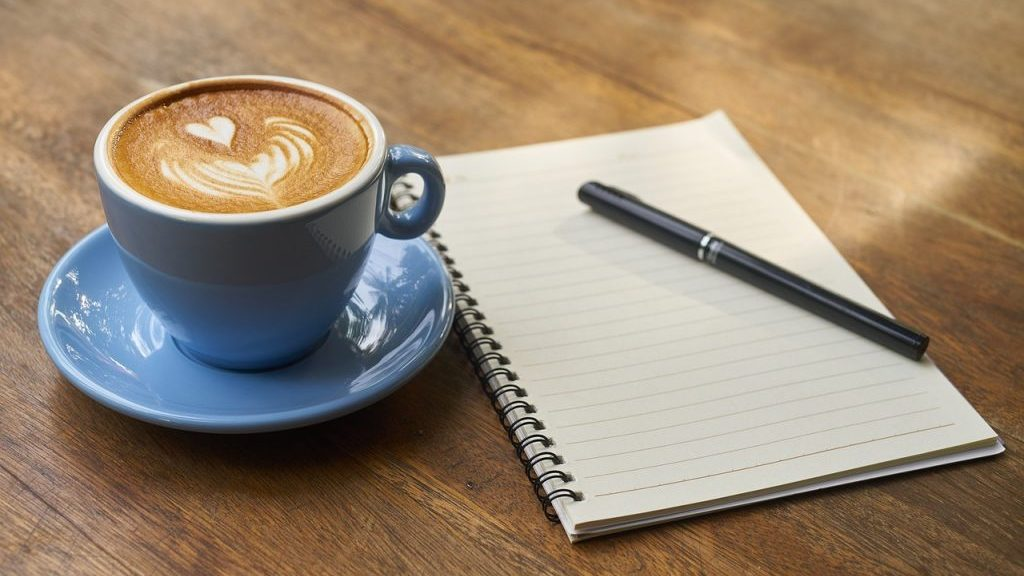 Il caffè aumenta la capacità di lettura? Una ricerca fa chiarezza