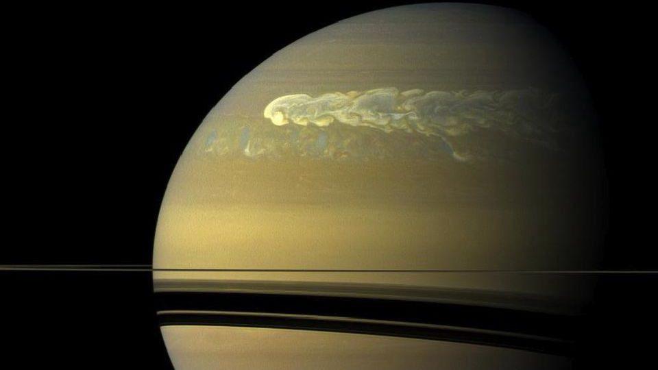 Saturno: scoperte 4 tempeste di 'medie dimensioni'