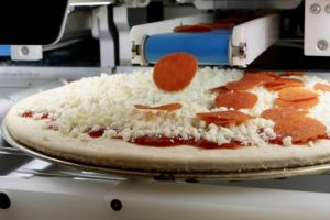 USA: arriva il robot della pizza. Può produrre 300 pizze all'ora