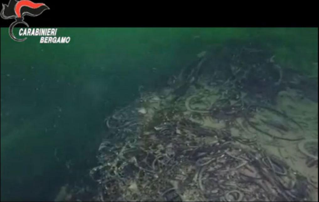Scoperta una montagna di rifiuti alta 40 metri sui fondali del lago d'Iseo
