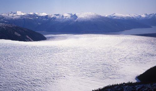 Taku: il ghiacciaio più profondo al mondo si sta sciogliendo